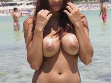Serre sa poitrine - Gros seins nus