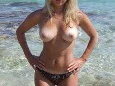 Blonde seins nus
