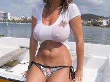 Cougar gros seins nus