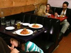 Suce sous la table - Humour sexe