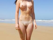 Femme nue - Sexe plage
