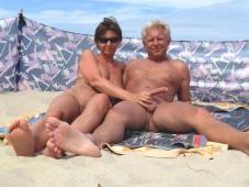 Branle son mari à la plage - Sexe plage