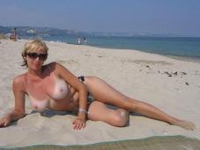 Beaux seins - Sexe plage