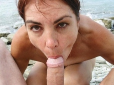 Fellation goulue, pompe un gland - Sexe plage