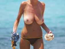 Gros nibards naturels - Sexe plage