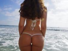 Beaux cul en string - Sexe plage