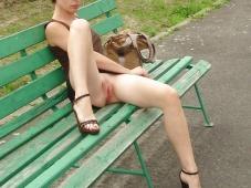 Assise sans culotte - Exhib amateur