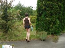 Marche en mini-jupe - Exhib amateur