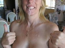 Blonde couverte de sperme chaud - Photo libertine