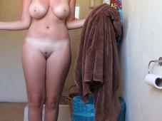 Belle fente, beaux gros seins - Vacances sexe