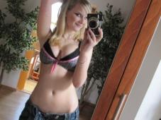 Mini-jupe et lingerie