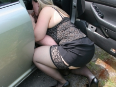 Femme sexy suce - Sexe voiture