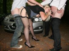 Baise sur le parking - Sexe voiture