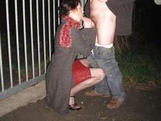 Fellation dans la rue - Femme offerte