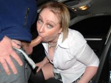 Suce dans la voiture - Femme offerte