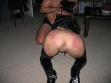 Femme en bottes suce durant une partie de sexe hard