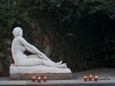 Sculpture au bord de la piscine - Club Oops Barcelone
