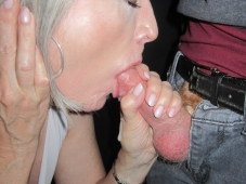 Éjaculation dans la bouche - Mature libertine