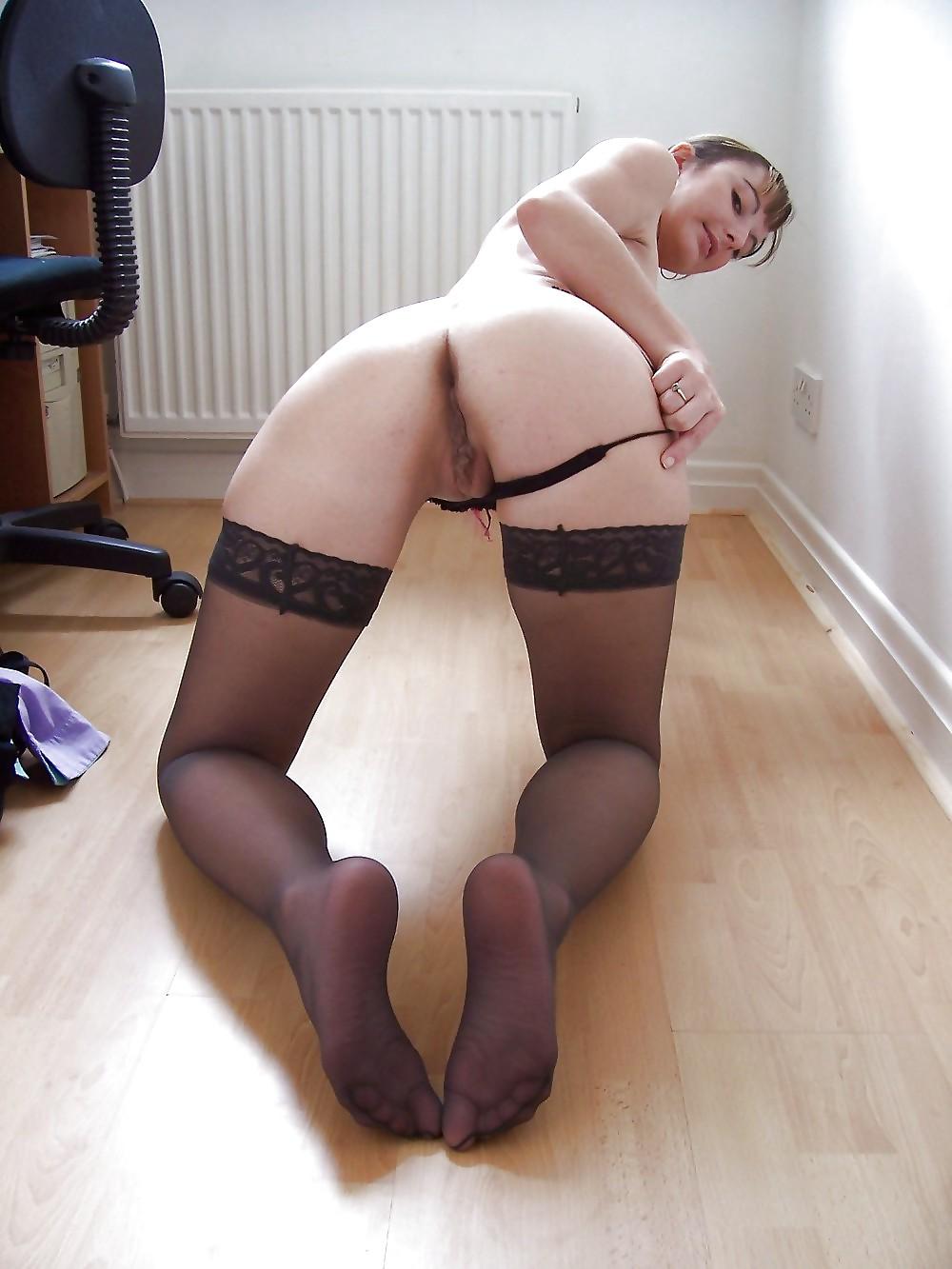 Jeune libertine dans sa chambre - 2 9