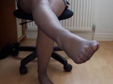 Fille sexy exhibe ses pieds - Bas nylon