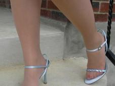 Collants clair et chaussures ouvertes