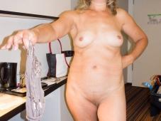 Enlève sa culotte - Femme Lyon