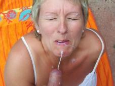 Éjaculation faciale - Femme mature