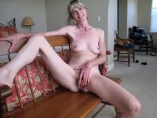 Masturbation à la maison - Mature salope