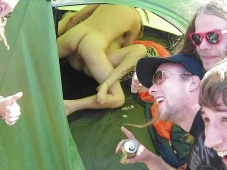 Baise sous la tente - Exhibition sexe