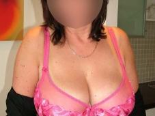 Grosse paire de seins naturelle - Soirée privée libertine