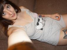 Jeunette de 25 ans se prend en chemise de nuit