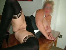 Femme ronde et mature (blonde)