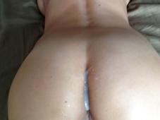 Éjaculation sur la raie des fesses