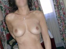 Femme aux seins parfaits