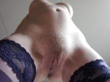 Belle chatte poilue - Femme infidèle