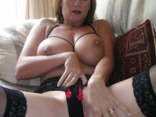 Culotte dans la chatte - Femme mûre nue