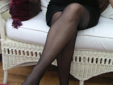 Belles jambes en collants - Femme mûre sexy