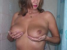 Exhibe ses gros seins - Femme mûre