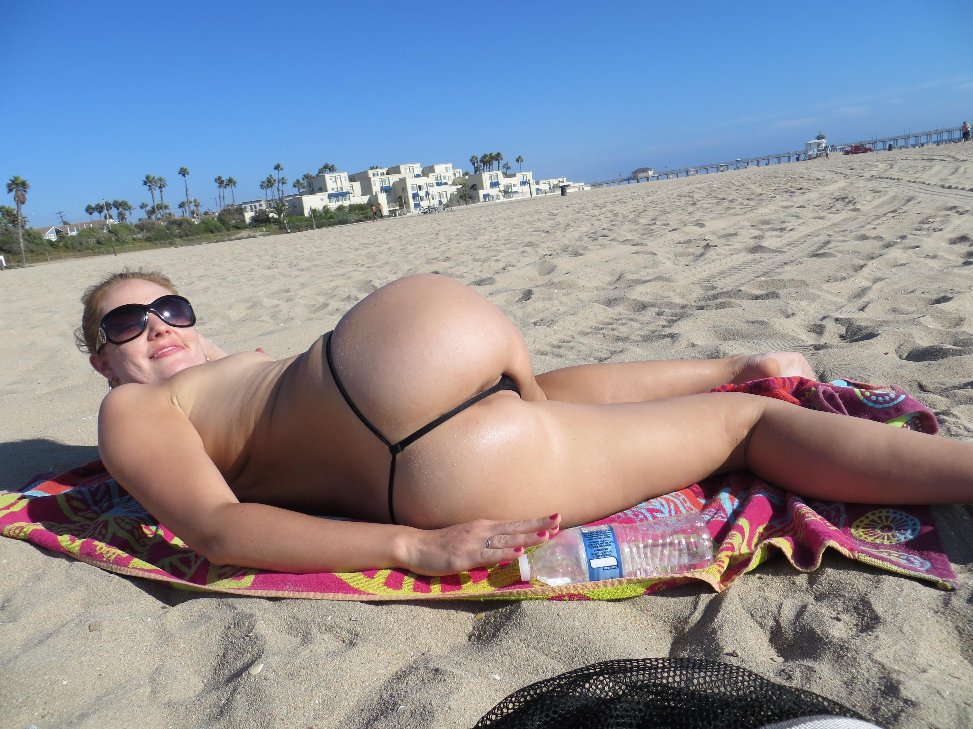 Стринги на отдыхе, Девушки в прозрачных купальниках на пляже частное 29 фотография
