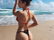 Fille sexy en bikini - Beau cul