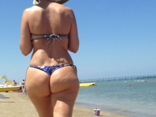 Gros cul à la plage