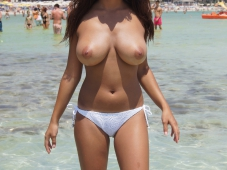 Gros seins bronzés
