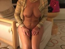 Femme cougar nue