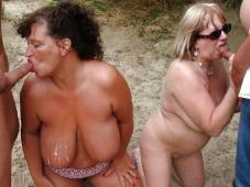 Fellation à la plage - Femme mature