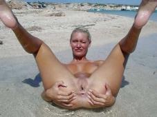Trou de chatte - Femme nue Plage
