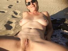 Chatte mature - Femme nue Plage