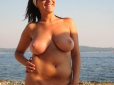 Grosse paire de miches - Femme nue Plage