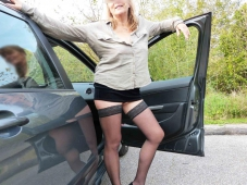 Exhib bas nylon dans la voiture