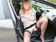 Exhibe chatte voiture - Couple candauliste