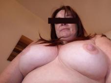 Beaux seins d'une femme libertine